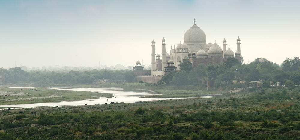 Taj Mahal ved elva Yamuna