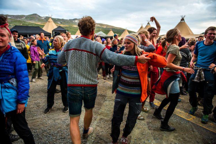 Ut i naturen og inn i festivalmodus – der turistar og nordmenn minglar
