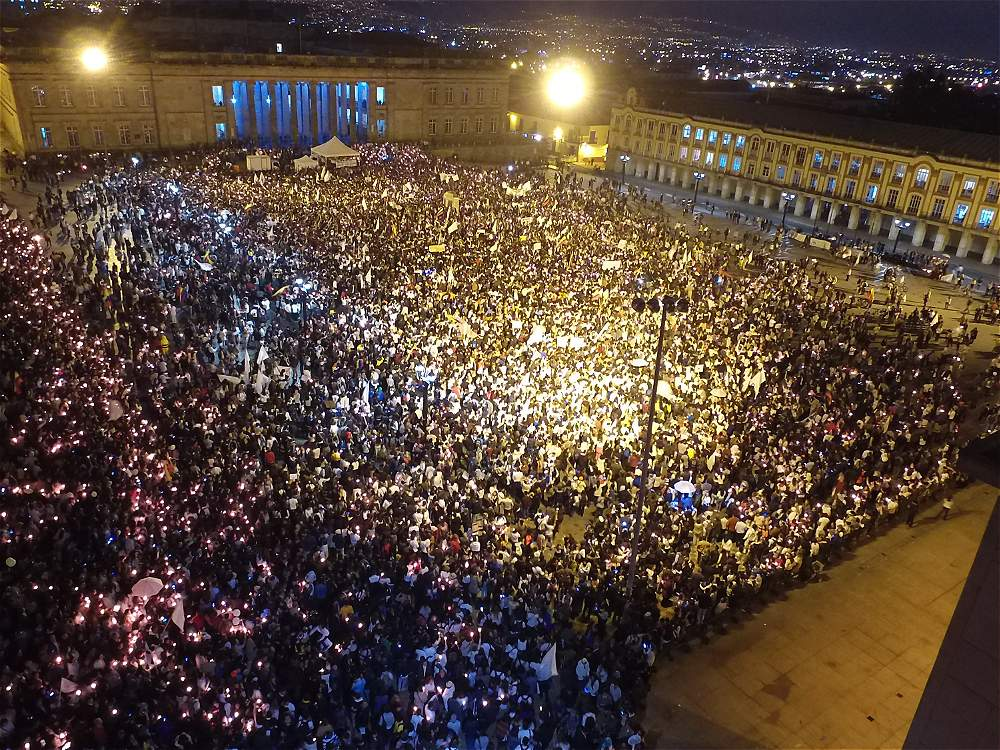 The Bolívar Square in Bogotá filled with peace march participants. Photo: El Espectador