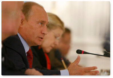 Vladimir Putin with Yelena Mizulina. Photo: © http://archive.premier.gov.ru